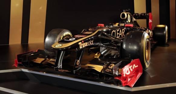Lotus E20'nin örtüsünü indirdi