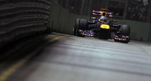 Pole pozisyonu Singapur'da da Vettel'in