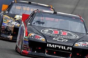 NASCAR Son dakika Martinsville'de zafer Harvick'in oldu