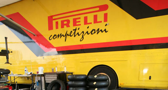 Pirelli: Vettel'in problemi yabancı maddeden kaynaklanıyor