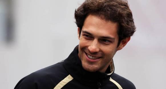Senna Lotus'la görüşüyor