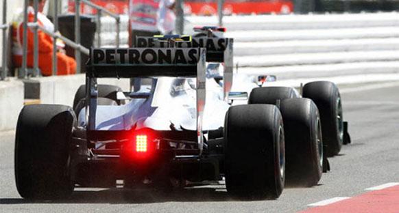 Schumacher sonuçtan memnun değil, Rosberg mutlu