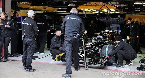 Yazılım problemleri Renault'un ilk test gününü olumsuz etkiledi