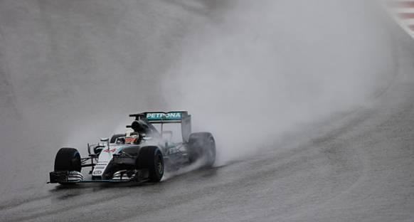 Hamilton Şampiyonluğu Garantilemek İçin Risk Almayacak
