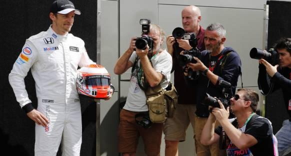 Button: Pilotlar Formula 1 sevgisine öncülük etmeli