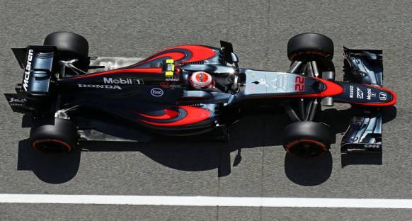 Alonso ve Button, Macaristan'da yeni motorla yarışacaklar