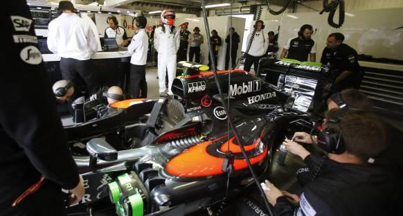 Button, Kanada'nın McLaren'i zayıf noktalarından vuracağını söyledi