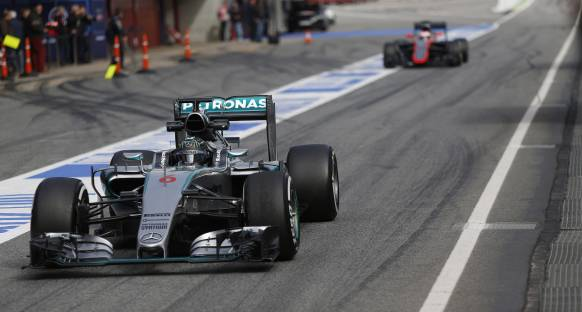 İspanya'da Mercedes'ler hızlı başladı