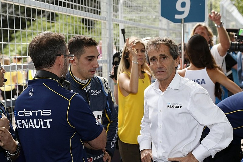 Прост не вірить у дружбу Renault і RBR