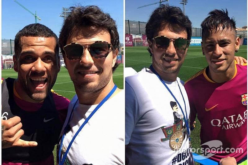 Sergio Pérez con jugadores del Barcelona