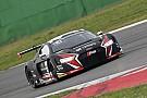 Blancpain Sprint Mies e Ide vencem em Brands Hatch; brasileiros abandonam