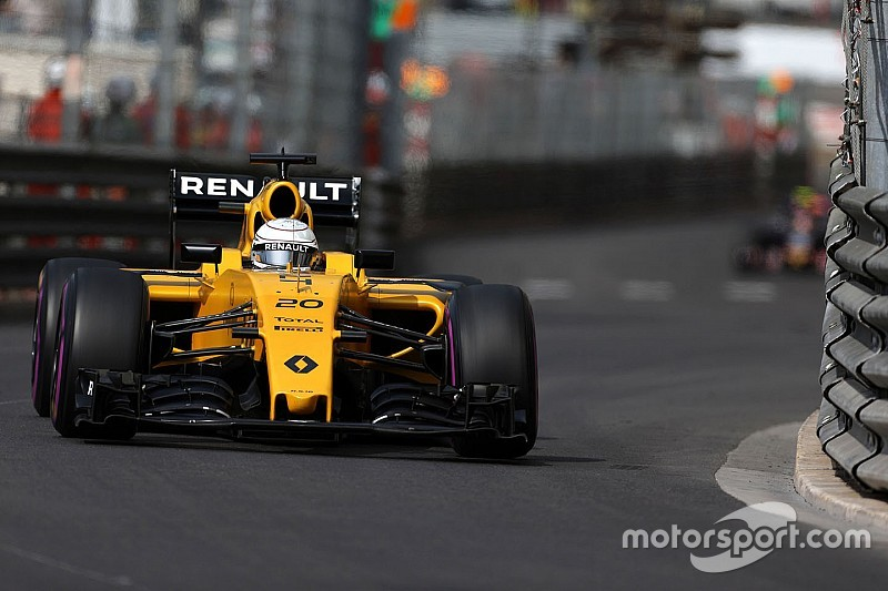 "Renault ""ухудшила машину"" на тестах"