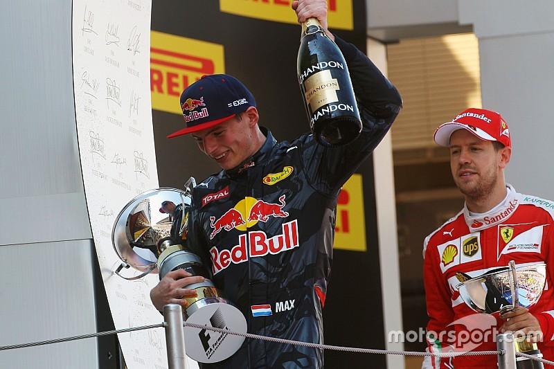 """Verstappen maakt indruk op Vettel: """"Max niet genoeg te prijzen"""""""