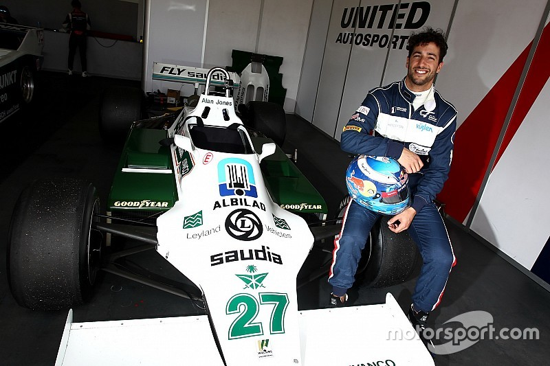 Ricciardo recupera la sonrisa gracias al Williams campeón de 1980