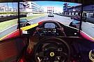 Ha így játszol otthon, soha nem unatkozol: Tripla monitor és egy Ferrari kormány