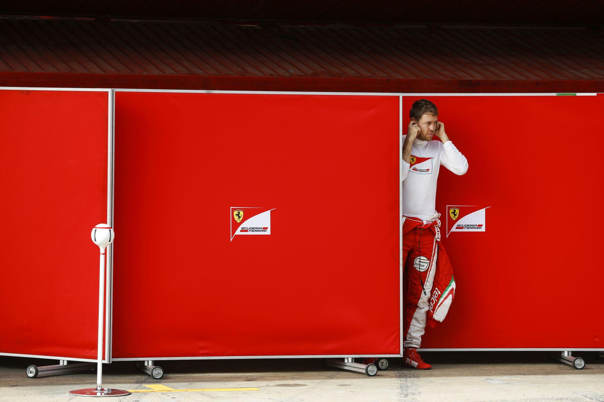 Vettel Ferrarijában megint ki kell cserélni a sebességváltót
