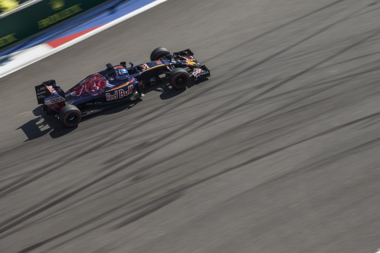 Hivatalos: Verstappen versenymérnöke távozik a Toro Rossótól
