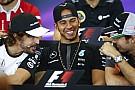 Alonso ilyenkor mit érez? Dobogó a McLaren-Hondától... Melyik dimenzióban?
