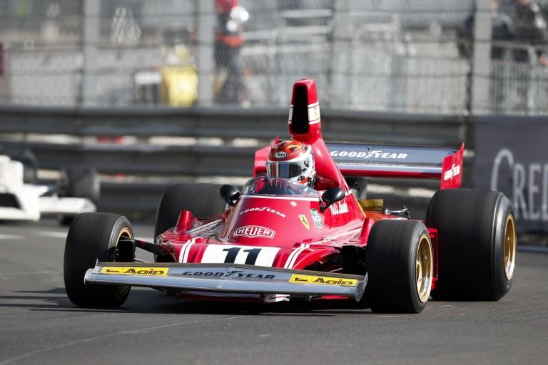 Legendás F1-es versenygépek gurultak pályára Monacóban: micsoda verseny?!