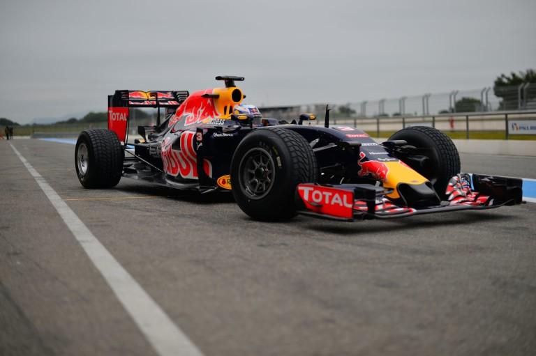 Ki ad tesztautót a Pirellinek a 2017-es gumik tesztelésére – 5 csapat van a kalapban!