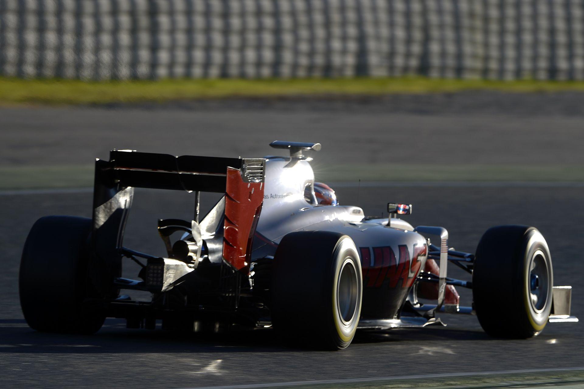Így szól a Ferrari motorral hajtott Haas F1 Team első versenygépe