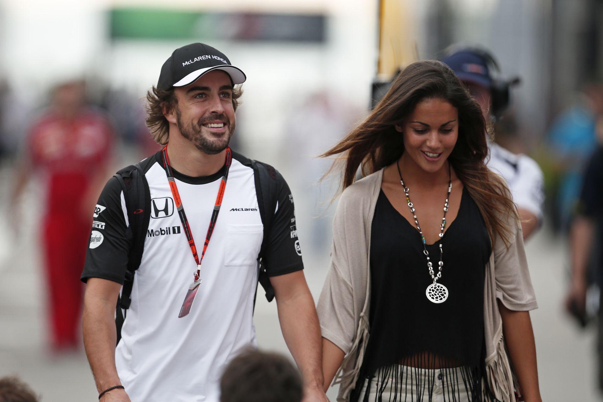 Árulkodó jel: Alonso és barátnője szinte biztos szakítottak – már eljegyzési gyűrű sincs Lara ujján!