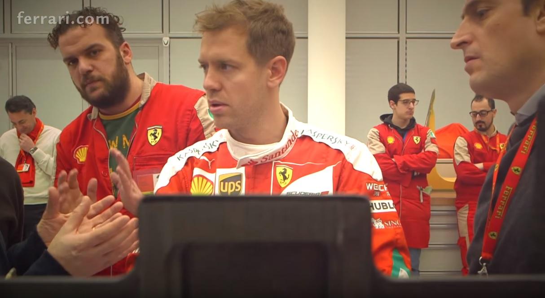 Videón Vettel üléspróbája a 2016-os Ferrariban: és az új overál