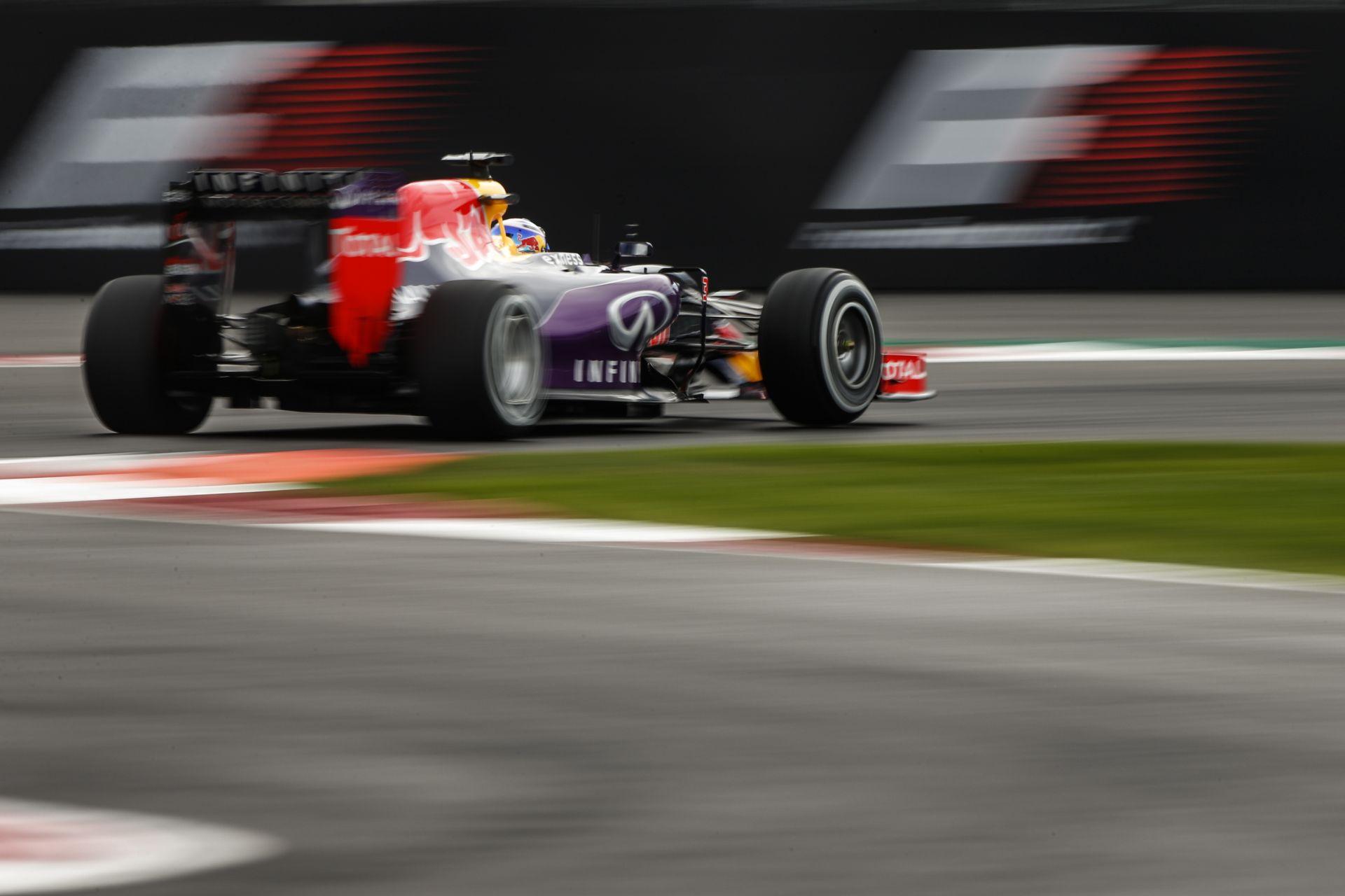 Itt van Ricciardo onboard videója, ahogy eltalálja Vettel autóját