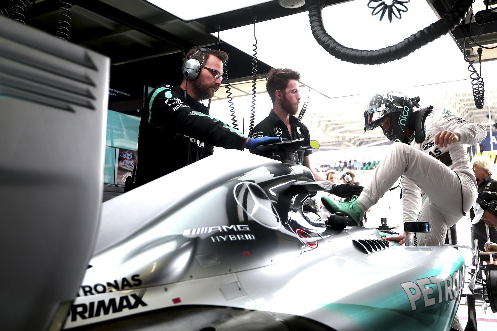 Rosberg a 13. győzelmét aratta: teljesült az életcélja, befogta Coulthardot