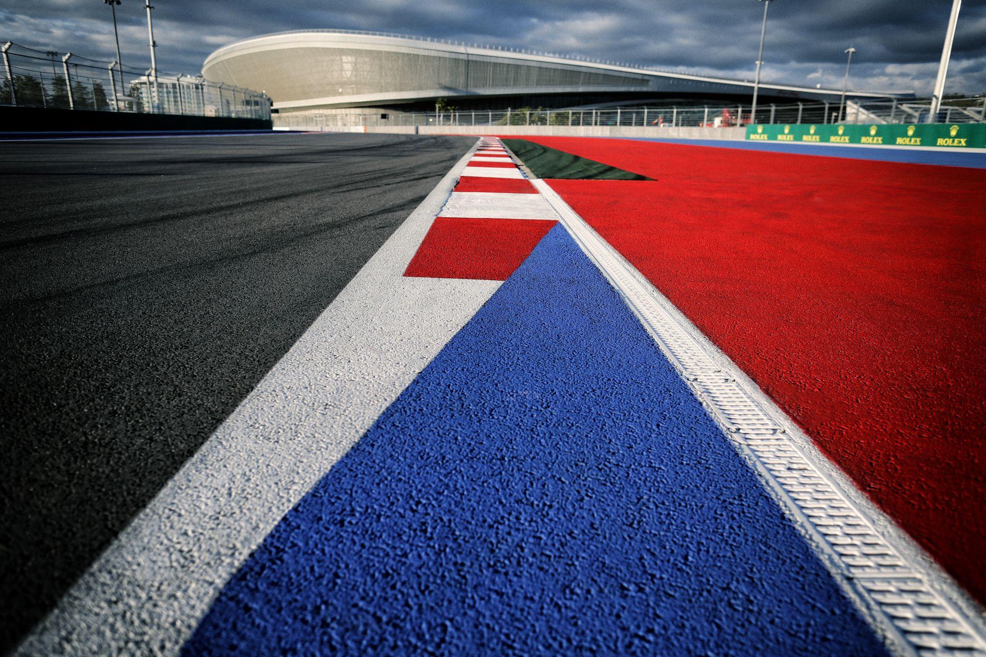 Hamilton F1-es pályákat akar tervezni: riválist kap Hermann Tilke?