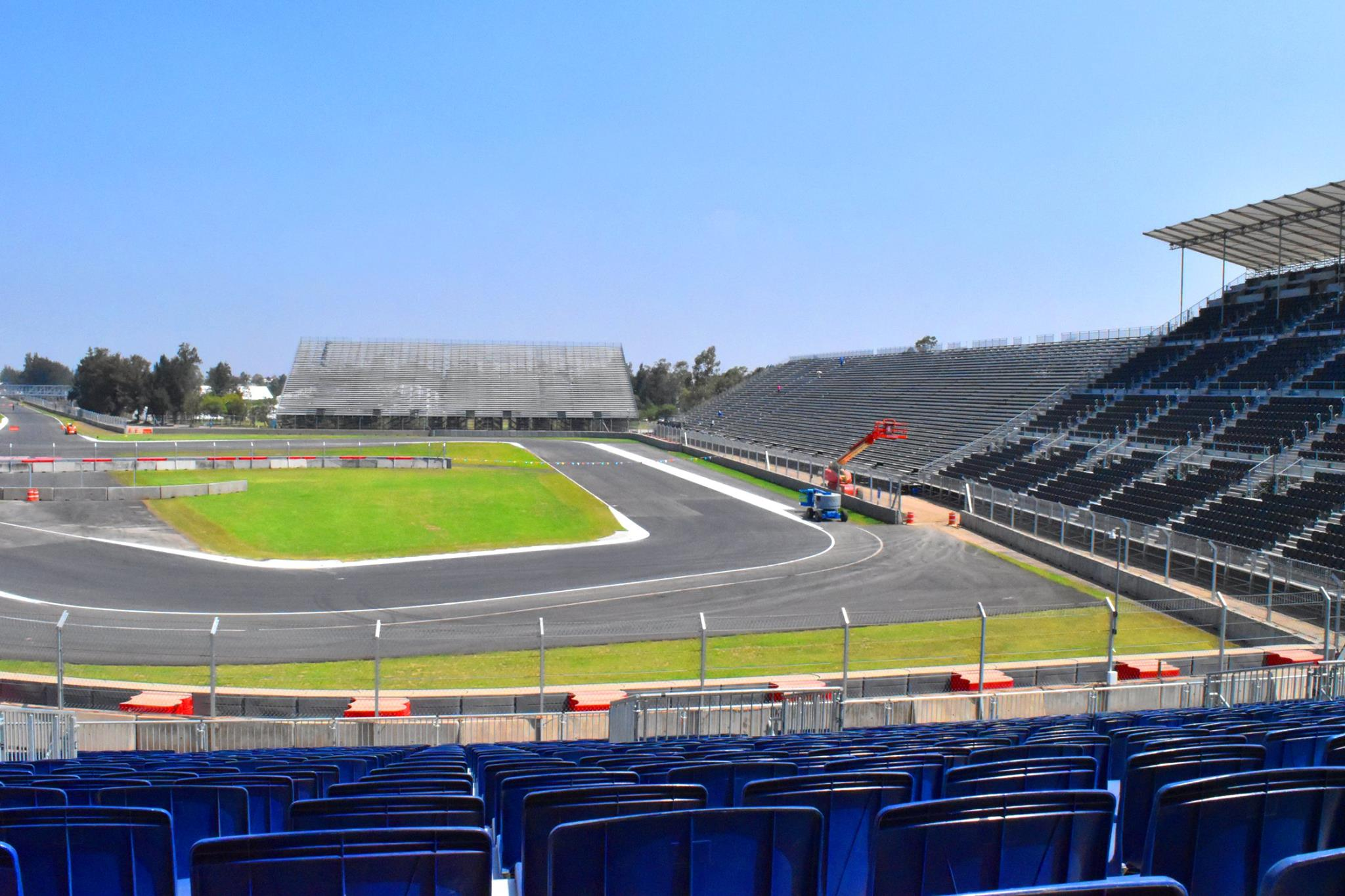 Drón a levegőben az F1-es mexikói versenypálya felett: elég cool!
