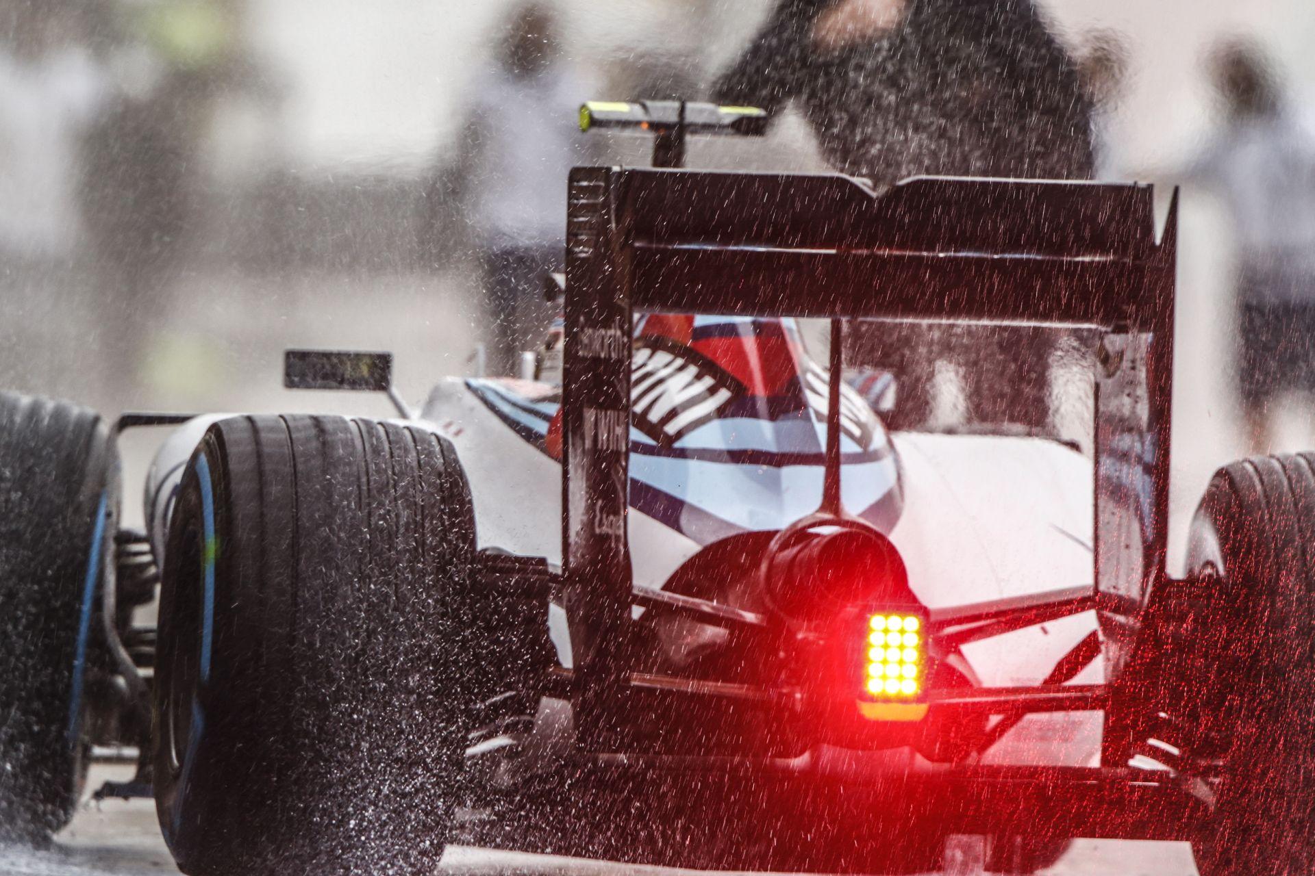 Újabb rajtbüntetés: Vettel így már a 13. helyről indulhat