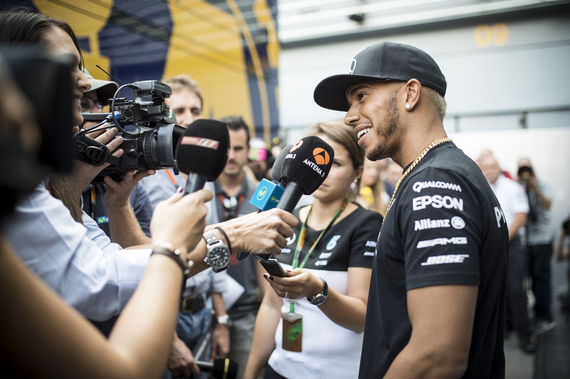 Hamilton fénysebességű idővel nyerte meg az első edzést Monzában Rosberg és Vettel előtt! Dupla KO a McLarennél!