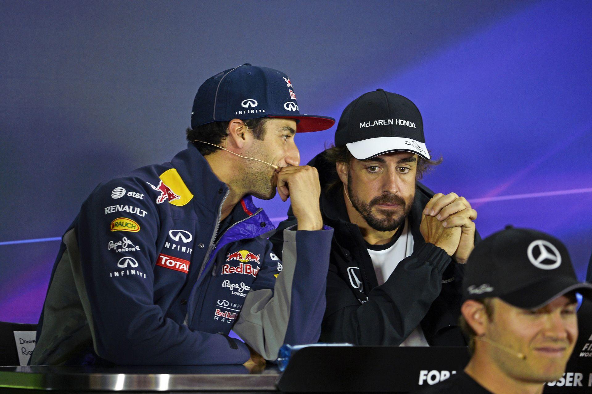 """Ricciardo: """"Nagyon sajnálom Alonsót…"""""""