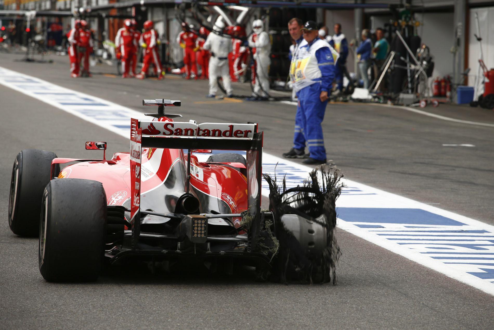 Vettel mérges a Pirellire, de vajon kivitelezhető lett volna-e az egy kerékcsere?