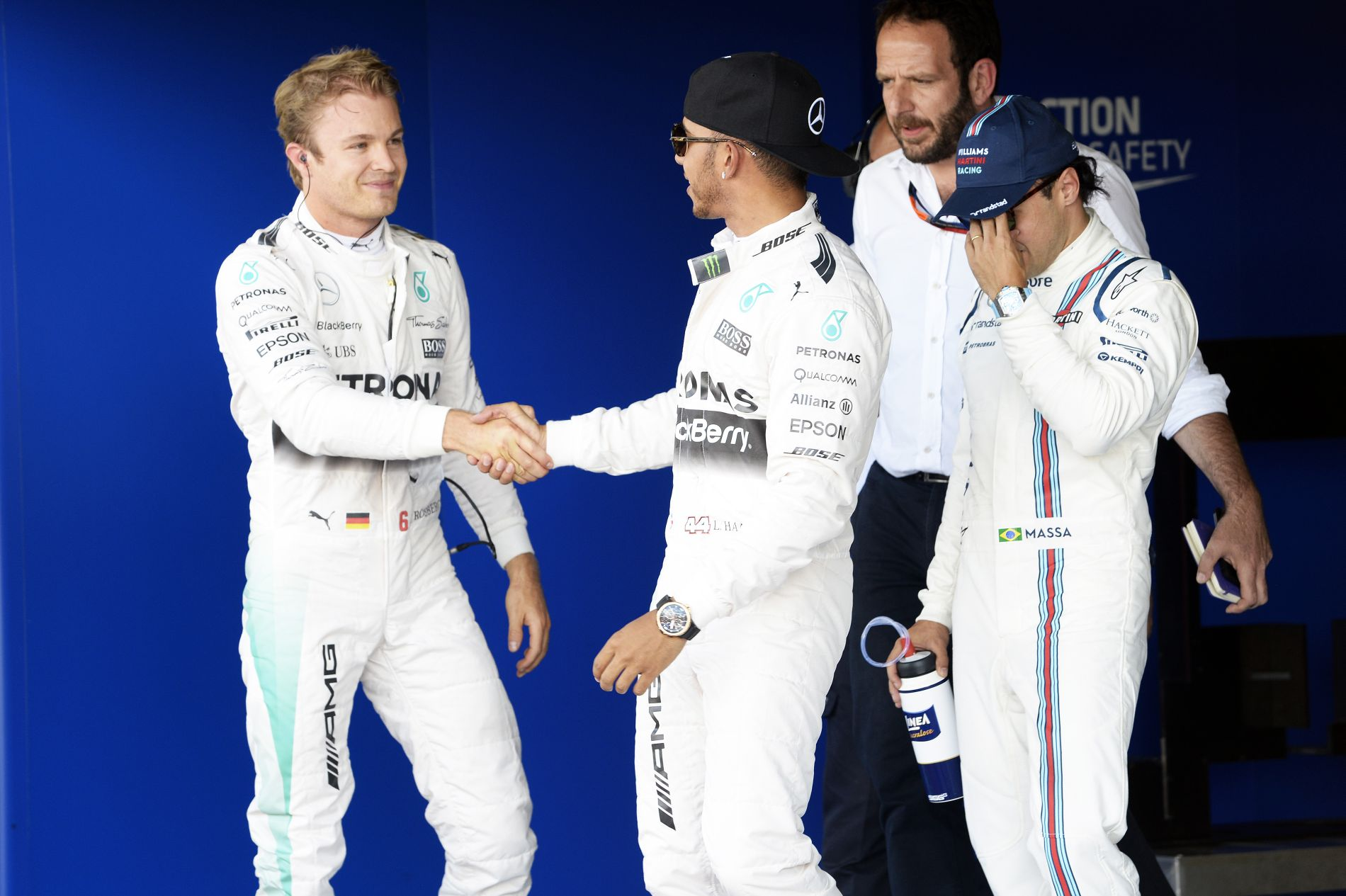 Ügyes trükkel próbálkozott Rosberg, de nem jött be: Hamilton ellenállt a kísértésnek