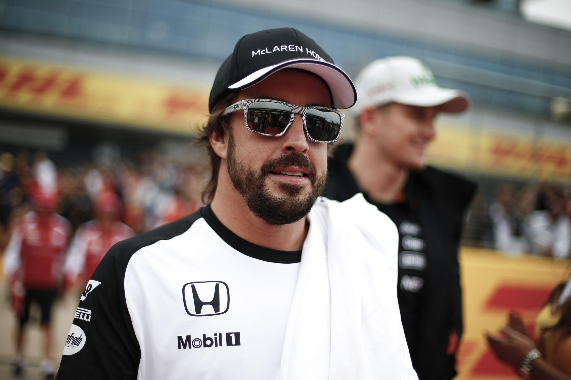 """Így trükközik és """"fánkozik"""" Alonso egy versenygokarttal"""