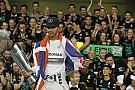 Hamilton ragaszkodik a 44-eshez, nem akarja az 1-es rajtszámot - el nem mondott sztorik Rosberggel