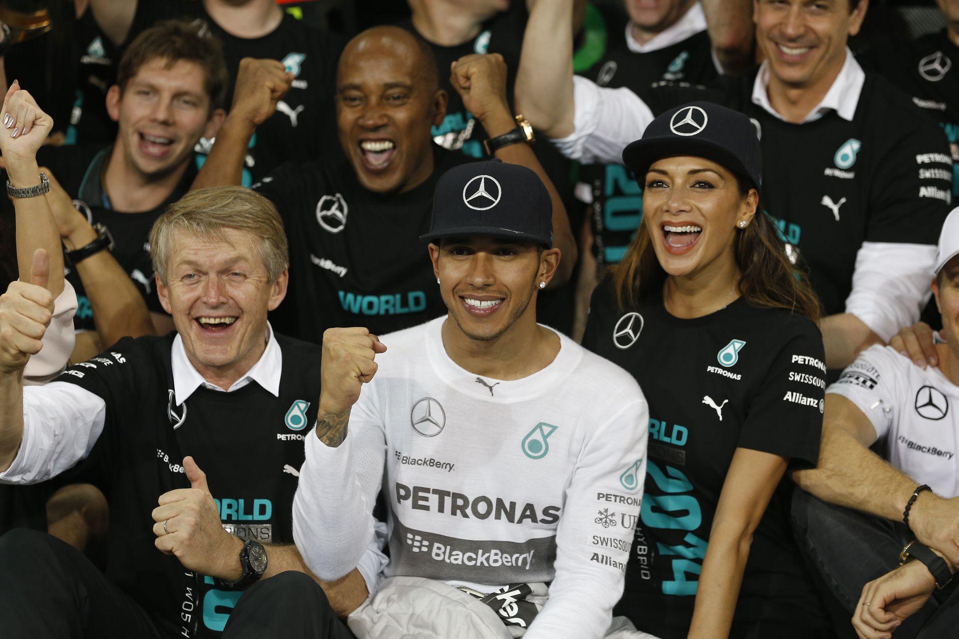 100 millió euróról tárgyal Hamilton a Mercedesszel: Alonso nyomában!