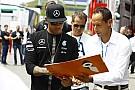 Hamilton: A Ferrari gyorsnak tűnik, és közelebb is vannak