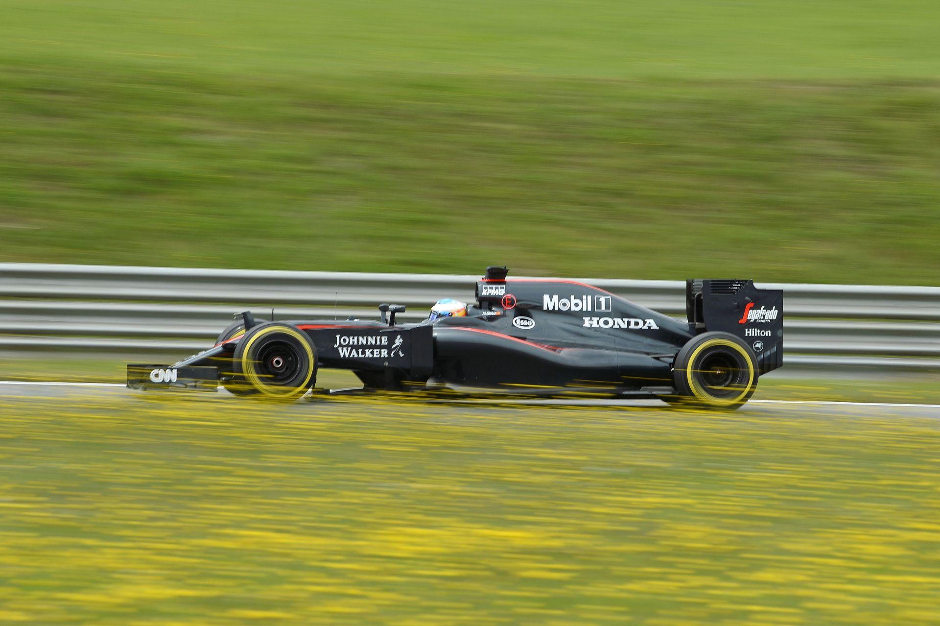 Egy kör Alonsóval a Red Bull Ringen a krákogó McLaren-Hondával