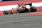 Vettel megérkezik, köszönetet mond a magyar rajongóknak, majd gumikat is éget a Ferrarival