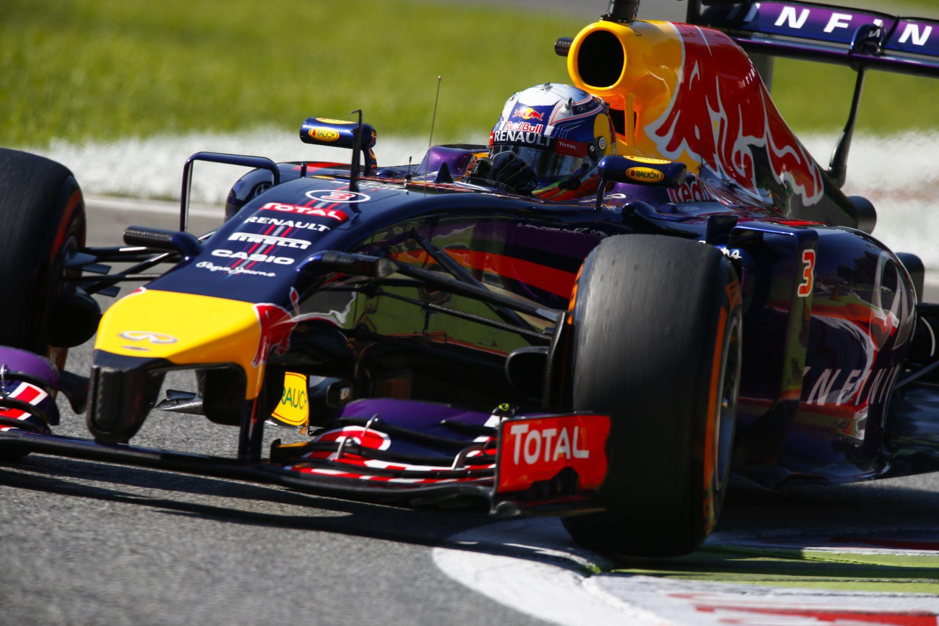 Ilyen gyorsan áll meg 361 km/óráról egy F1-es autó: Ricciardo eszméletlen féktávja