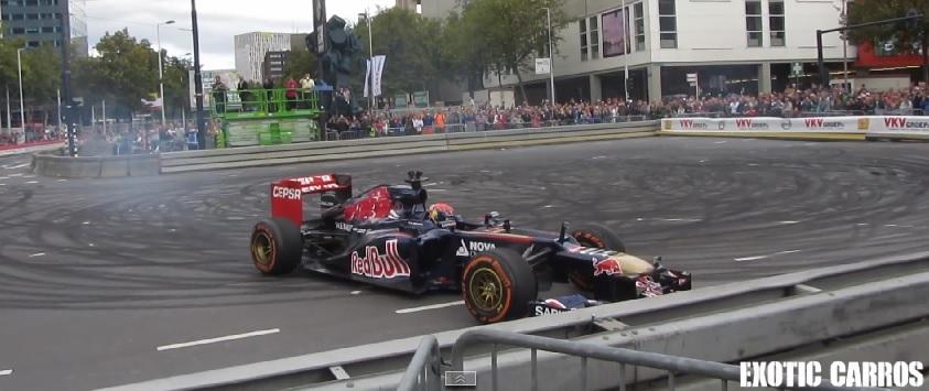 Kellemetlen: A 16 éves Max Verstappen azonnal megtörte az F1-es autót! Videón a baleset