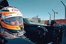 Így kell megtörni egy F1-es autót egy privát forgatáson