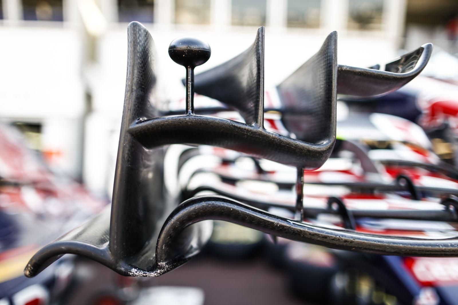 Szigorított az FIA - túl hajlékonyak voltak bizonyos csapatok első szárnyai?