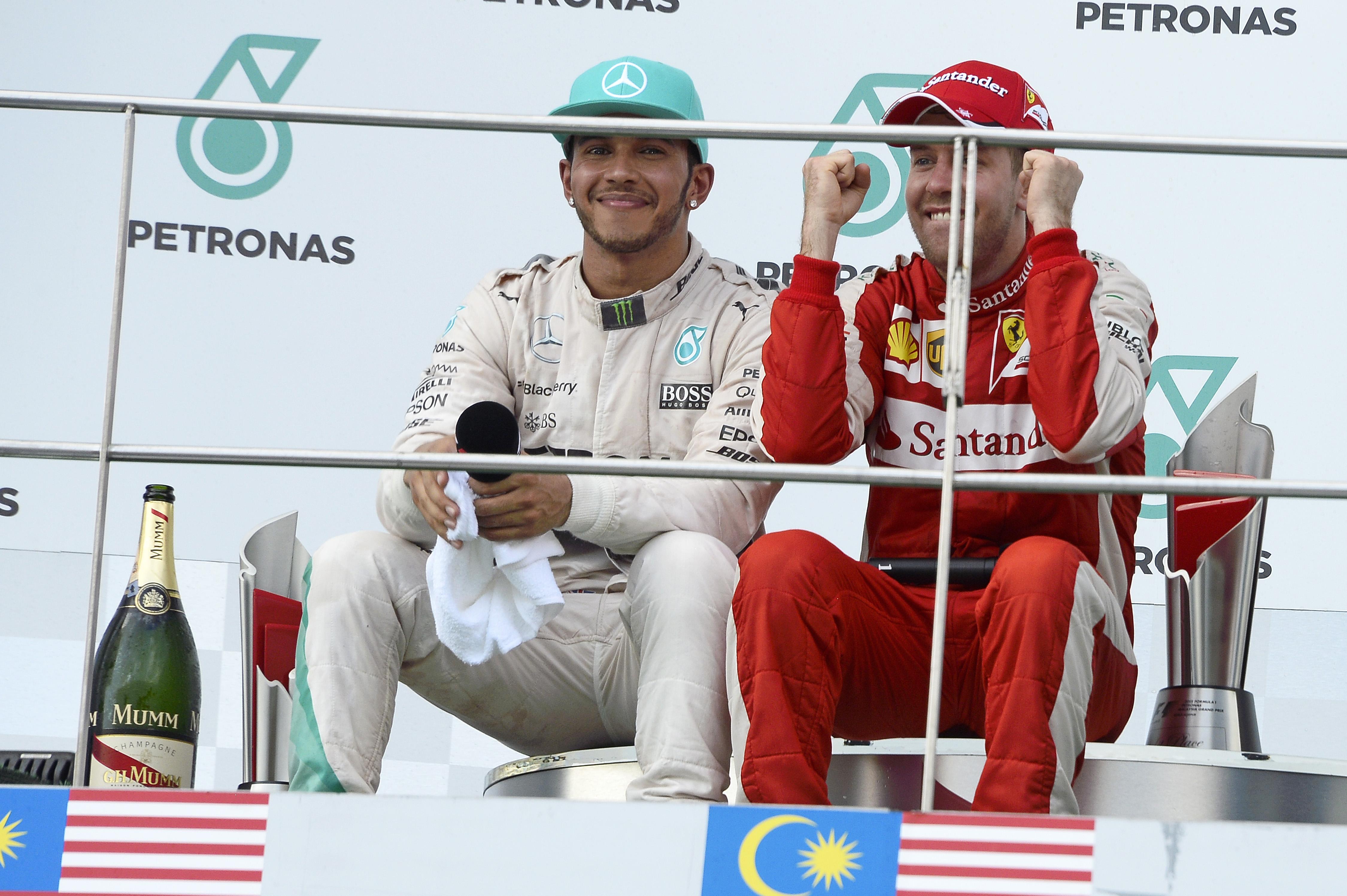"""""""Hamilton azzal nem lesz jobb világbajnok Vettelnél, ha fülbevalót, és rapper medálokat hord"""""""