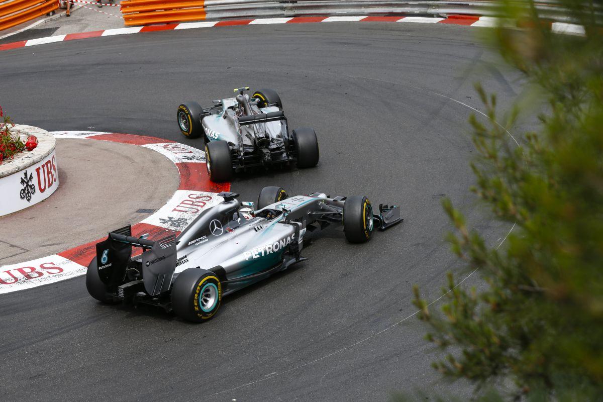 """""""Hamilton gyorsabb volt Rosbergnél, de ő többet dolgozik a színfalak mögött"""""""