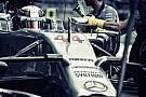 Hamilton nem ismerné fel a Red Bull tulajdonosát, de Laudával már remek a kapcsolat