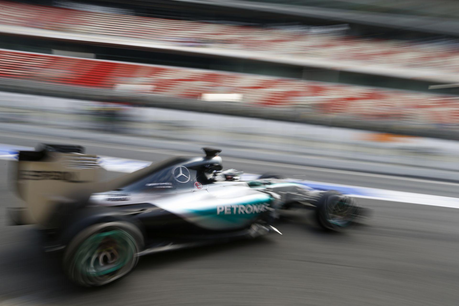 """Mercedes: """"A pilótáknak szinte semmi dolguk a kormány mögött"""""""
